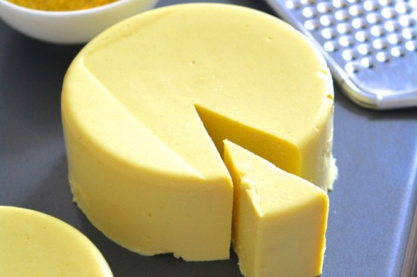 The latest study in the United Kingdom Eat more cheese and biscuits to help lose weight