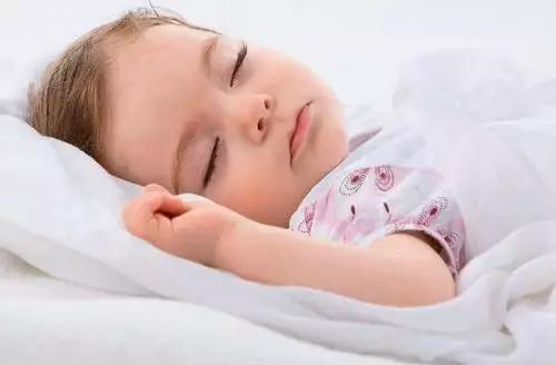Children who sleep sweating may have other problems besides calcium deficiency