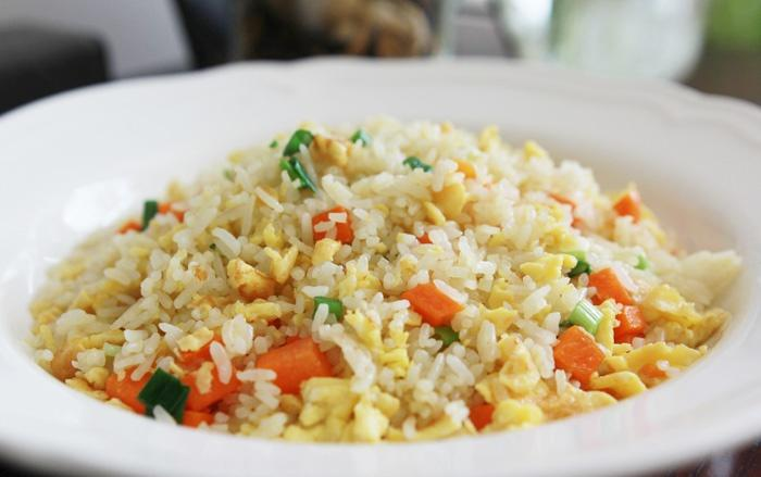 Five strokes to make fried rice become nutritious