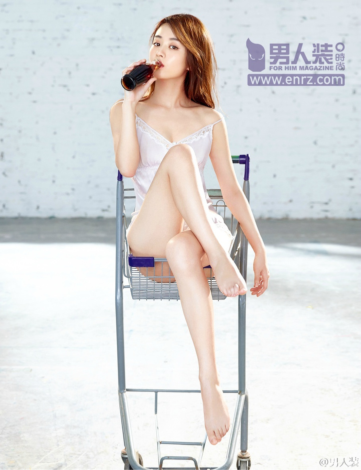 Chinese celebrity magazine Zhao Liying is sexy, full-bodied and sexy.