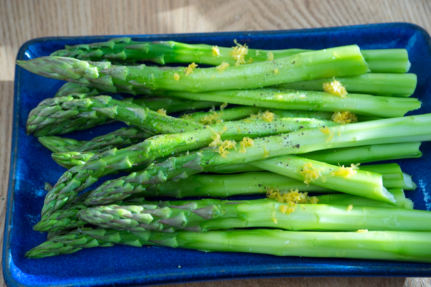 Making delicious barbecue asparagus - Step 2